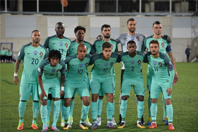 Ronaldo toa sang, Bo Dao Nha tien sat ve du World Cup 2018 hinh anh 1
