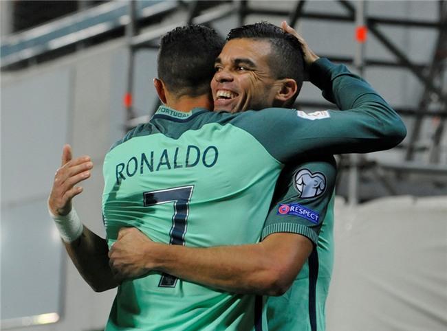 Ronaldo toa sang, Bo Dao Nha tien sat ve du World Cup 2018 hinh anh 6
