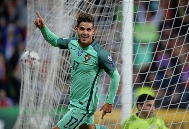 Ronaldo toa sang, Bo Dao Nha tien sat ve du World Cup 2018 hinh anh 8