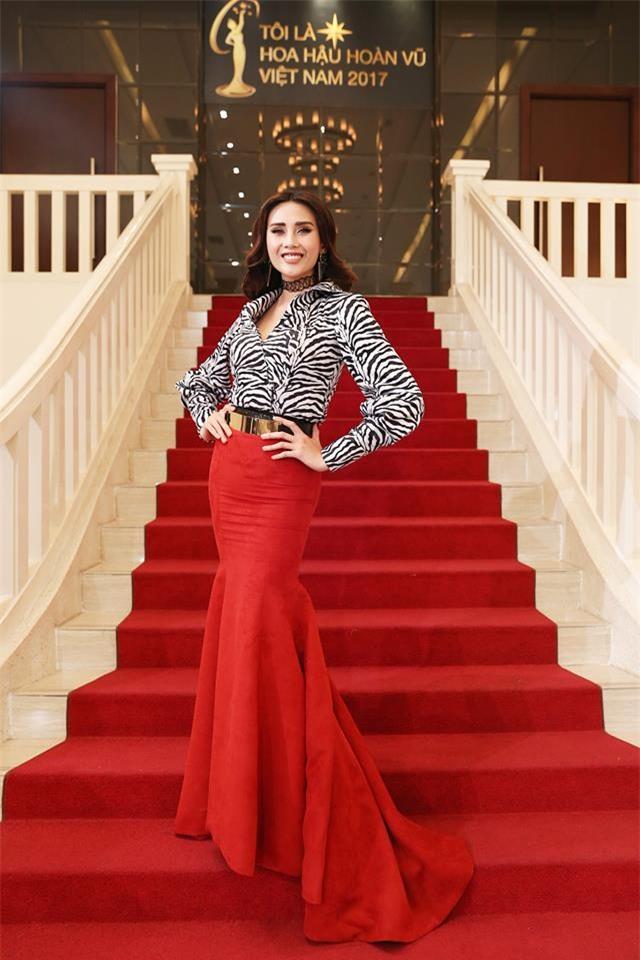 Võ Hoàng Yến lặp lại lịch sử mặc xấu ở Hoa hậu Hoàn vũ Việt Nam 2017-2
