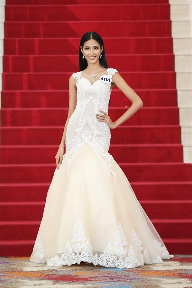 Võ Hoàng Yến lặp lại lịch sử mặc xấu ở Hoa hậu Hoàn vũ Việt Nam 2017-6