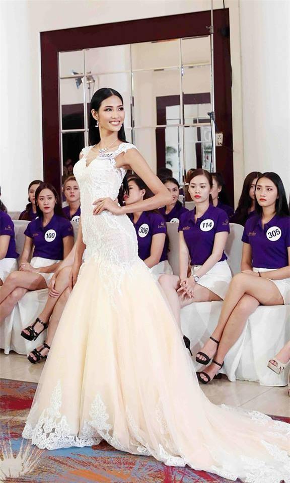 Võ Hoàng Yến lặp lại lịch sử mặc xấu ở Hoa hậu Hoàn vũ Việt Nam 2017-7