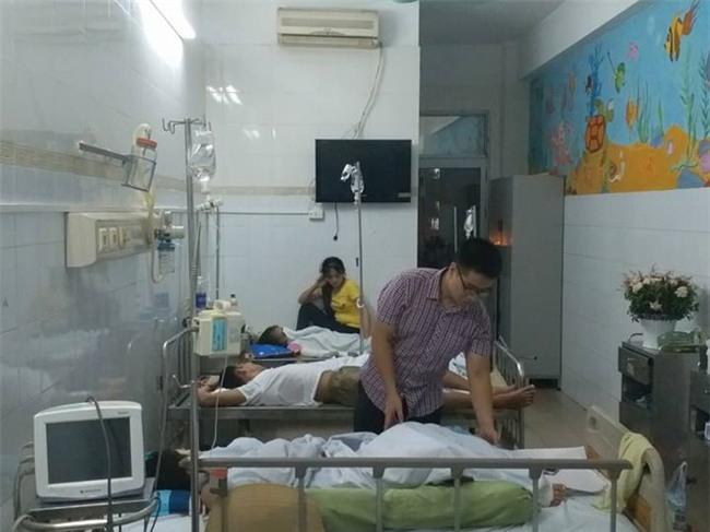 Vụ học sinh bị bỏng vì cồn ở Hà Nội: Nhà trường không nhắc đến đến sự việc này nữa để tránh học sinh buồn - Ảnh 3.