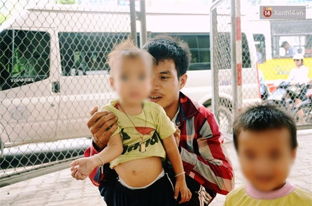 """Gặp người chồng """"bị vợ bỏ, đưa 2 con trai đi ăn xin"""" ở Hà Nội gây xôn xao trên MXH - Ảnh 3."""