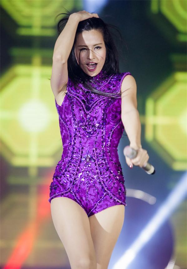 Đồ diễn như bikini của ca sĩ Việt: Sao cho hết phản cảm?-2