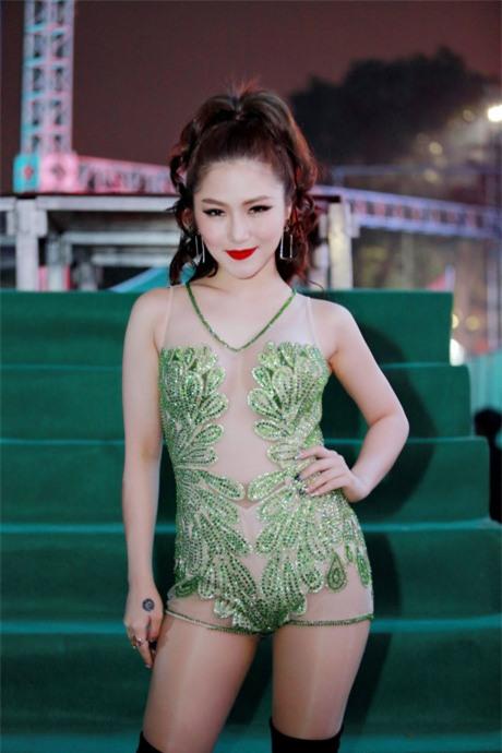 Đồ diễn như bikini của ca sĩ Việt: Sao cho hết phản cảm?-3