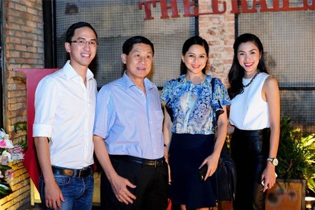 Johnathan Hạnh Nguyễn, Tăng Thanh Hà, bố chồng Hà Tăng, Lê Hồng Thủy Tiên, mẹ chồng Hà Tăng