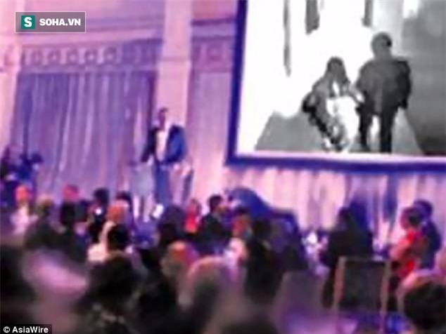 Tức giận vì bị phản bội, chú rể chiếu video ngoại tình của cô dâu ngay tại lễ cưới - Ảnh 1.