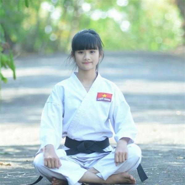 Gặp gỡ Bùi Minh Anh - cao thủ Karatedo ẩn sau cô sinh viên dịu dàng - Ảnh 1.