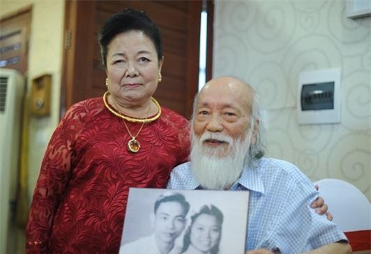 Câu chuyện tình 56 năm của PGS Văn Như Cương và vợ: Mãi mãi là tình nhân, há sợ gì sự chia ly? - Ảnh 1.