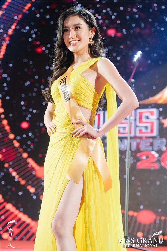 Cận cảnh quốc phục nặng tới 30kg của Huyền My tại Miss Grand International 2017-5