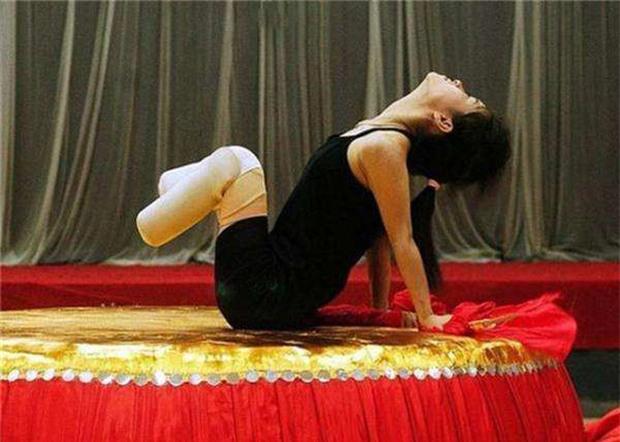Cuộc đời đầy bão giông của vũ công xinh đẹp: Mất con, mất cả đôi chân rồi còn bị chồng bỏ rơi-3