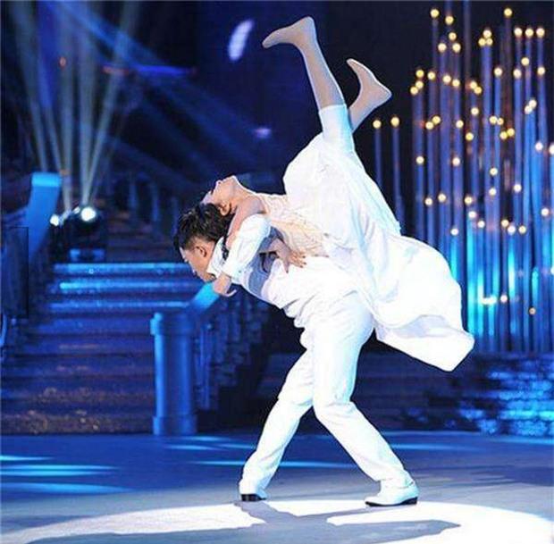 Cuộc đời đầy bão giông của vũ công xinh đẹp: Mất con, mất cả đôi chân rồi còn bị chồng bỏ rơi-4