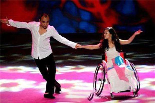 Cuộc đời đầy bão giông của vũ công xinh đẹp: Mất con, mất cả đôi chân rồi còn bị chồng bỏ rơi-5