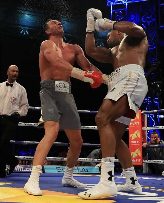 """""""Vua boxing"""" Joshua đòi vĩ đại như Mike Tyson: Vô địch nhưng không cắn tai - Ảnh 2."""
