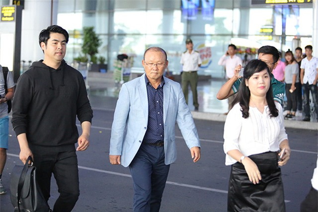 HLV Park Hang Seo có mặt ở sân bay Nội Bài trưa ngày 10/10