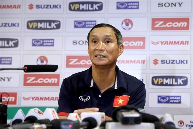 HLV Mai Đức Chung chia tay đội tuyển Việt nam sau chiến thắng 5-0 - Ảnh: Gia Hưng