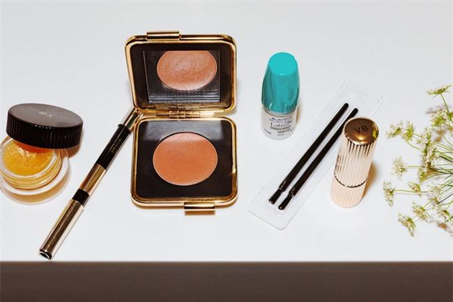Victoria Beckham bật mí loạt sản phẩm làm đẹp giúp cô luôn đẹp rạng rỡ - Ảnh 7.