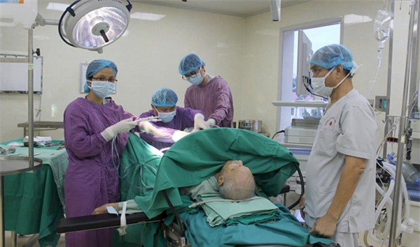 cắt bao quy đầu,phì đại tuyến tiền liệt,u xơ tuyến tiền liệt,bí tiểu,Bệnh viện E,tuyến tiền liệt,tiền liệt tuyến