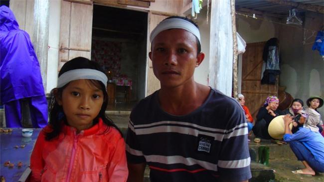 Người phụ nữ bị lũ cuốn trôi khi đưa cháu đi học: Nạn nhân về nước mới 4 ngày, con trai vừa 6 tháng tuổi - Ảnh 5.