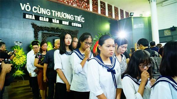 hoc sinh luong the vinh xep hang dai don linh cuu thay van nhu cuong ve truong - 21