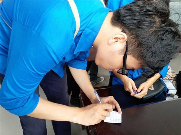 hoc sinh luong the vinh xep hang dai don linh cuu thay van nhu cuong ve truong - 40
