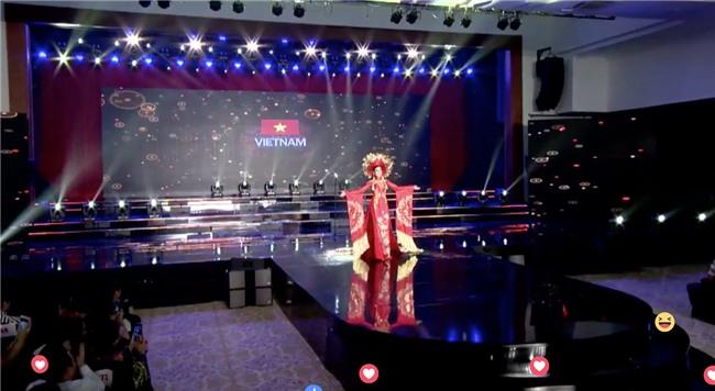 Clip: Huyền My mặc quốc phục hoành tráng, tỏa sáng trên sân khấu Miss Grand International 2017 - Ảnh 4.