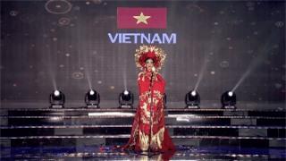 Clip: Huyền My mặc quốc phục hoành tráng, tỏa sáng trên sân khấu Miss Grand International 2017 - Ảnh 6.