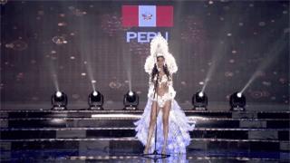 Clip: Huyền My mặc quốc phục hoành tráng, tỏa sáng trên sân khấu Miss Grand International 2017 - Ảnh 9.