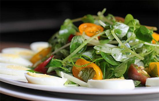Những loại rau đắt hơn thịt được nhiều người tìm mua - Ảnh 4.