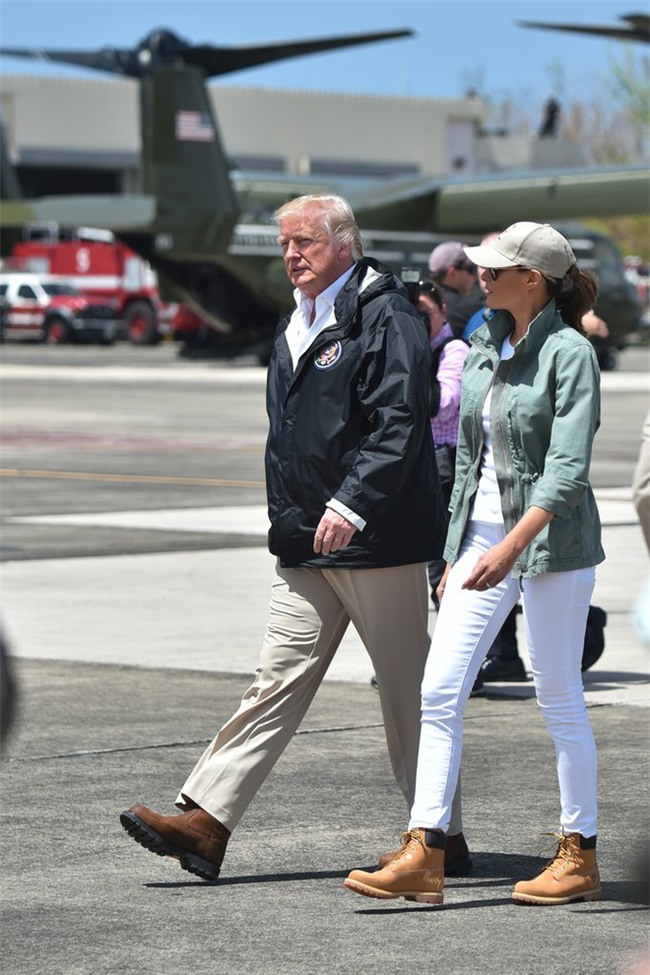 Nổi tiếng với việc dát loạt hàng hiệu lên người nhưng phu nhân Tổng thống Trump cũng có lúc diện đồ bình dân - Ảnh 1.