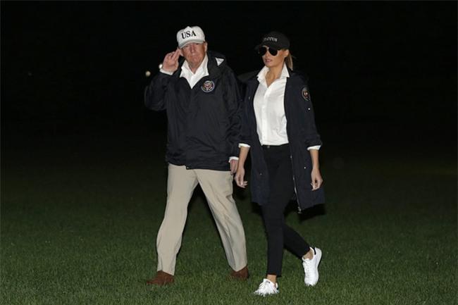 Nổi tiếng với việc dát loạt hàng hiệu lên người nhưng phu nhân Tổng thống Trump cũng có lúc diện đồ bình dân - Ảnh 9.