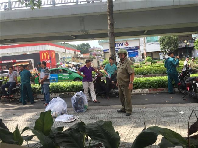 Trích xuất hình ảnh từ camera, truy tìm người đàn ông nhặt phế liệu giết bạn nhậu ở Sài Gòn - Ảnh 1.