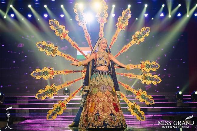 Top 10 trang phục truyền thống đẹp nhất tại đêm trình diễn Quốc phục Miss Grand International 2017-2