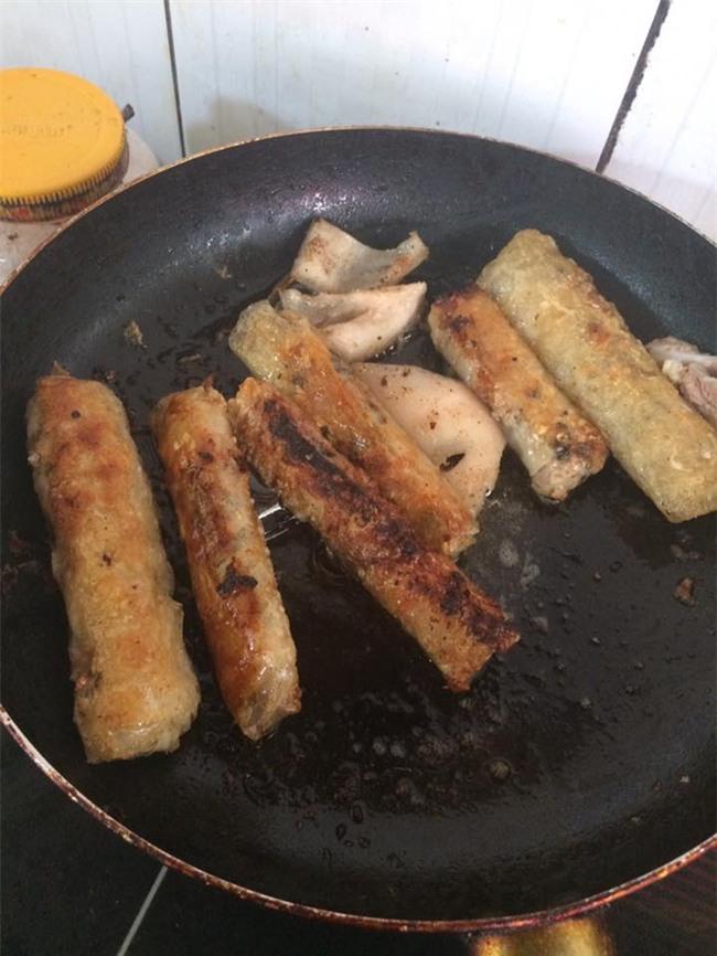 Khoe khéo khoe đảm xưa rồi, chị em giờ đang có mốt mới: Khoe nấu nướng vụng về - Ảnh 8.