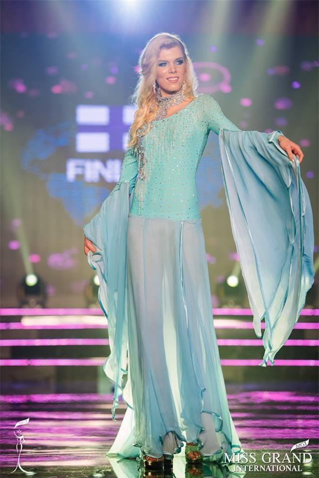 Top 10 quốc phục thi hoa hậu không rườm rà thì lại hở bạo chẳng khác gì diễn show Victorias Secret-3