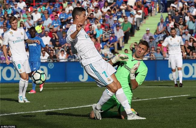 Ronaldo giải cơn khát bàn thắng, mang về 3 điểm cho Real - Ảnh 5.