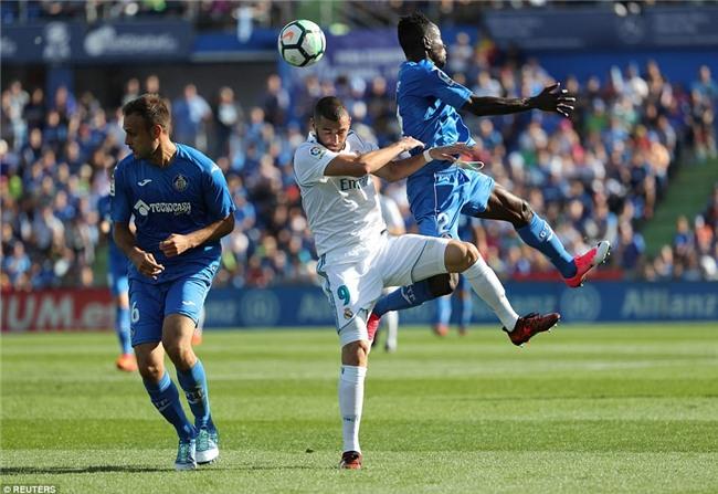 Ronaldo giải cơn khát bàn thắng, mang về 3 điểm cho Real - Ảnh 9.