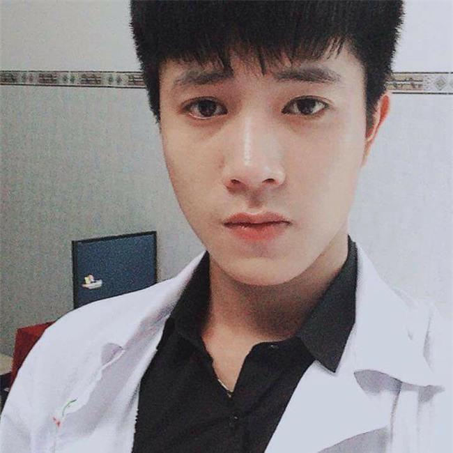 Chàng bác sĩ Khánh Hoà bất ngờ nổi tiếng sau 1 tấm ảnh bức xúc vì bị đố kỵ - Ảnh 1.