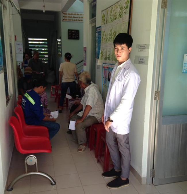 Chàng bác sĩ Khánh Hoà bất ngờ nổi tiếng sau 1 tấm ảnh bức xúc vì bị đố kỵ - Ảnh 3.