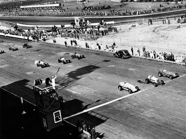Năm 1937, Enzo đã đóng cửa Scuderia Ferrari và trở thành người đứng đầu Auto Avio Costruzioni (AAC). Nhưng điều này có lẽ cũng không kéo dài quá lâu, bởi anh ta vẫn chưa cảm thấy vui.