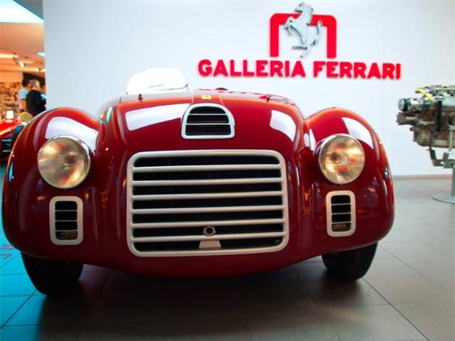 Năm 1947, Ferrari cho ra mắt chiếc 125. Và kể từ khi thỏa thuận không cạnh tranh với Alfa chấm dứt, đây là chiếc xe hơi đầu tiên mang tên của tập đoàn này. Ảnh: