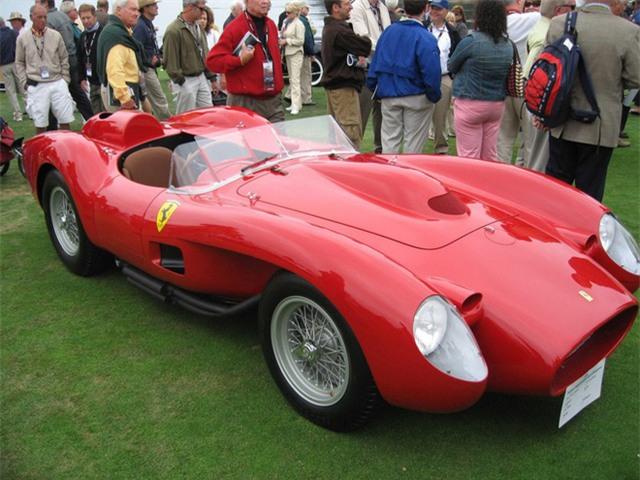 Đến những năm 1960, xe hơi của Ferrari đã thể hiện được sự năng nổ, khỏe khoắn của chúng cả trên đường đua lẫn ngoài đường trường.