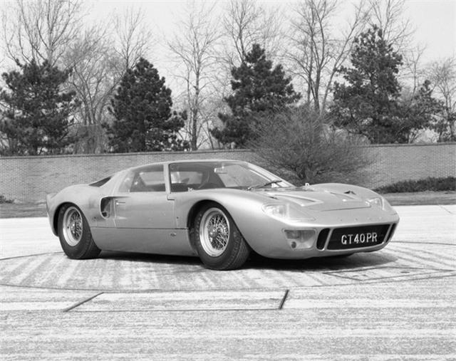 Henry Ford II đã rửa được hận! GT40 đã thắng Le Mans với kết thúc 1-2-3 tuyệt vời, chấm dứt sự thống trị của Ferrari suốt bao năm qua.