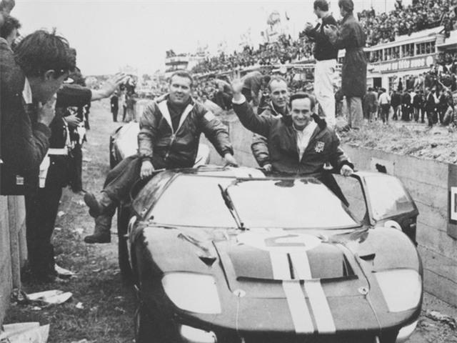 Đến năm 1969, Enzo nhận ra rằng công ty mình đang cần thêm nguồn lực, không chỉ để thành công, mà còn để tồn tại. Năm đó, Ferrari đã bán 50% doanh nghiệp cho công ty từng từ chối không cho ông một công việc – Fiat!