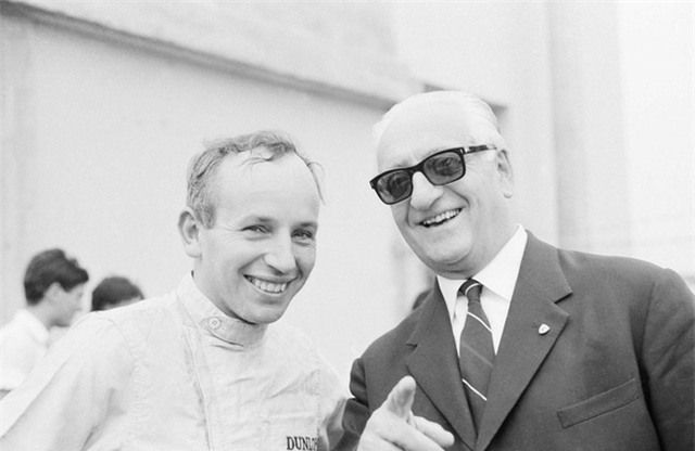 Enzo Ferrari qua đời vào năm 1988 ở tuổi 90. Trước khi ra đi, ông đã ký lên chiếc xe cuối cùng để thành lập 40 năm ngày thành lập công ty của ông.