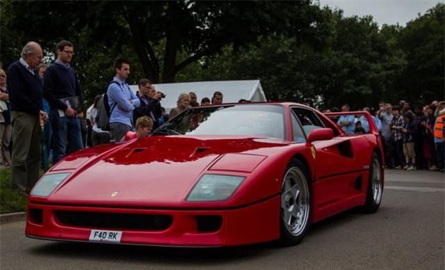 Sau khi Enzo Ferrari qua đời, giám đốc lâu năm của tập đoàn này, Luca di Montezemolo đã đảm nhận vị trí Chủ tịch và sau đó là người điều hành công việc. Dưới dự dẫn dắt của ông, Ferrari đã chuyển mình thành một thương hiệu cao cấp trên toàn cầu.