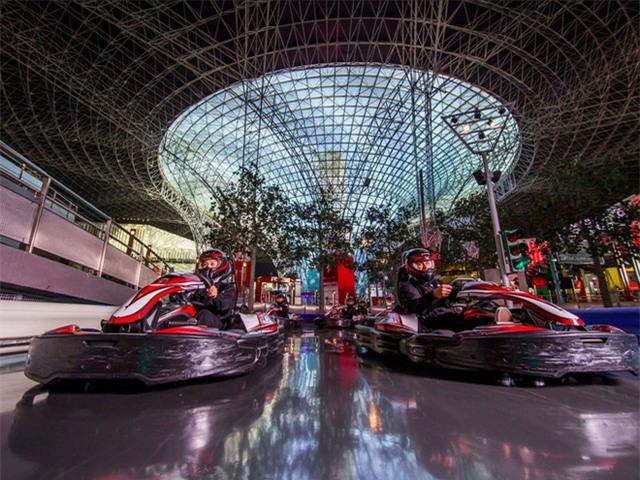 Trên đường đua, Ferrari vẫn là đỉnh cao làm chủ cuộc chơi. Đội đua Formula One của công ty này, còn được gọi là Scuderia Ferrari, đã giành 8 chức vô địch thế giới kể từ sau khi Enzo qua đời.