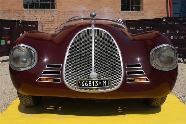 Mặc dù tình hình Thế chiến II buộc Ferrari phải giảm bớt các hoạt động đua xe, nhưng công ty của ông đã trở lại làm việc ngay sau khi chiến tranh kết thúc. Năm 1945, hãng này đã tung ra động cơ V12 mới, có thể trở thành một trong những phát minh mang chữ ký của Ferrari.