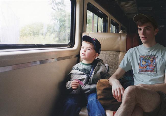 Dùng Photoshop ghép ảnh hiện tại vào ảnh lúc bé, chính anh chàng nhân vật chính cũng cảm thấy bất ngờ vì kết quả - Ảnh 10.